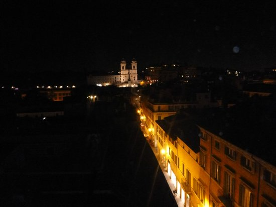 Portrait Roma: rooftop view at night