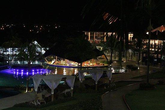 Recanto Cataratas Thermas Resort & Convention: At night.