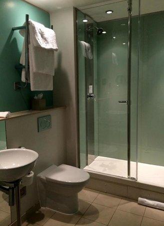 The Cumberland : Shower