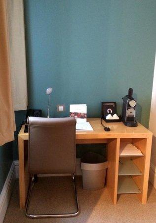 The Cumberland : Desk with Nespresso machine