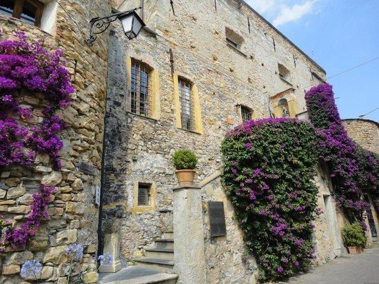 Centro Storico di Cervo: Castello di Clavesana