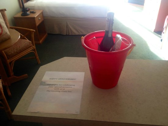 Looking Glass Inn: Complimentary Anniversary Gift