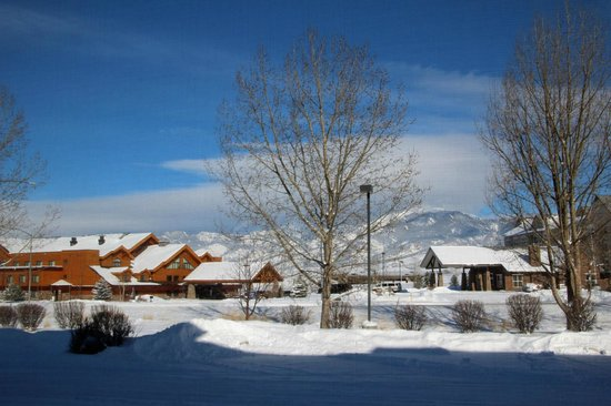 Holiday Inn Express Hotel & Suites Bozeman West: snow and sun in February