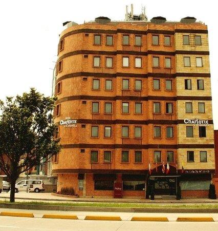 Hotel Charlotte : Fachada desde la Av. Cl. 26