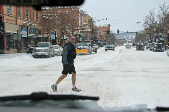Holiday Inn Express Hotel & Suites Bozeman West: downtown Bozman: why shorts at 20 degree F?