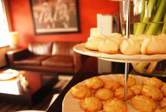 Hotel Charlotte: Snacks de nuestro lobby