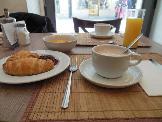 Estilo Fashion Hotel : sala colazione