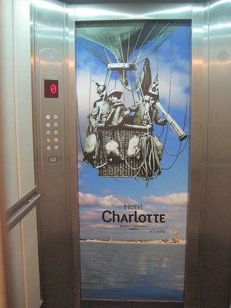 Hotel Charlotte: Ascensor