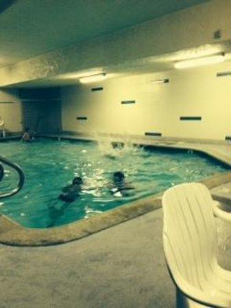 Anaheim Desert Inn and Suites: Pool area