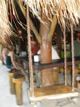 La Buena Vida Restaurant: Bar swing