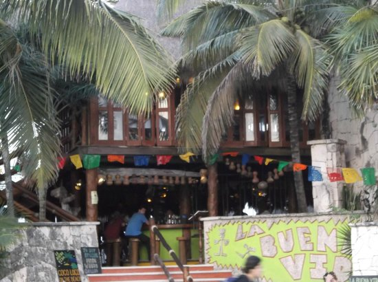 La Buena Vida Restaurant: The entrance