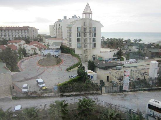 Sunconnect Sea World Resort & Spa: moteur camion à 7h00 du matin tous les jours