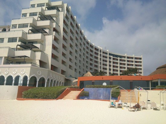 Crown Paradise Club Cancun: Desde la playa