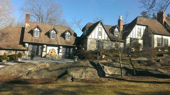 Hillbrook Inn: Front