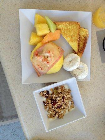 Hyatt Place Waikiki Beach: Great breakfast buffett, lots of healthy options