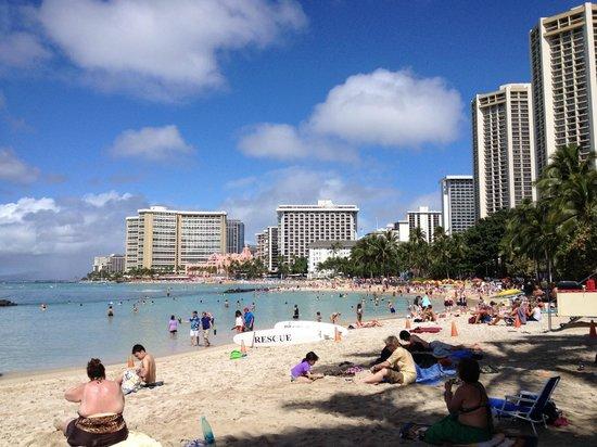 Hyatt Place Waikiki Beach: 5 min walk to beautiful beach