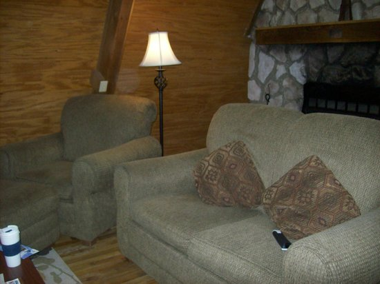 Old Man's Cave Chalets : sitting area