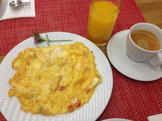 Premist Hotel: omelette made to order