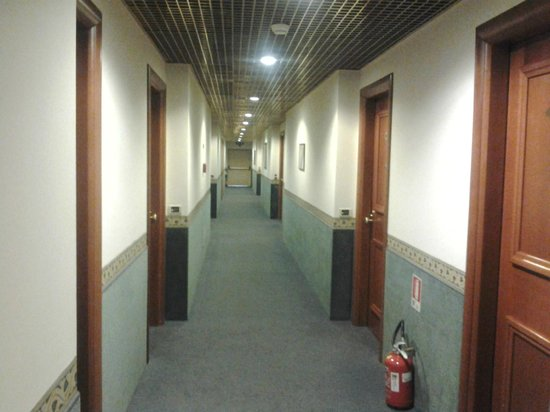 Starhotels Vespucci: corridoio camere