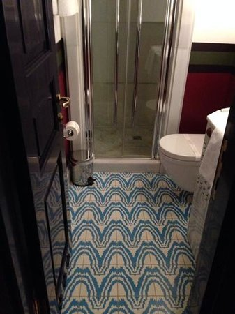 Premist Hotel : lovely tiles in the bathroom