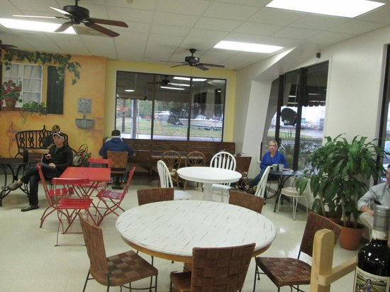 Mustard Seed Cafe and Juice Bar: Nice windows to look out on a rainy day
