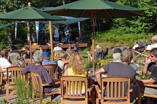Cable Nature Lodge : Live outdoor music