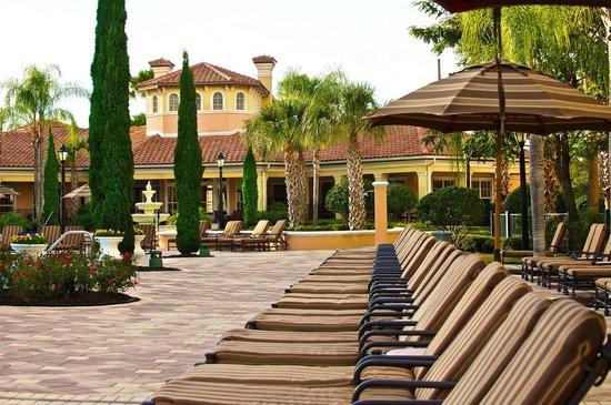 WorldQuest Orlando Resort: Pool Lounge Chairs