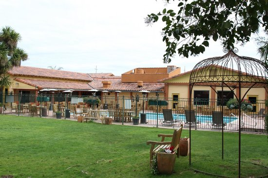 Inn Marin: Pool and Grounds