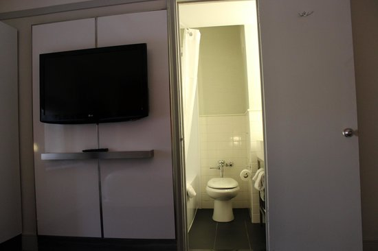 Row NYC Hotel: Petite salle de bain