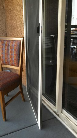 Desert Rose Resort: Balcony Screen Door