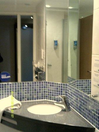 Holiday Inn Express Lincoln City Centre : bathroom