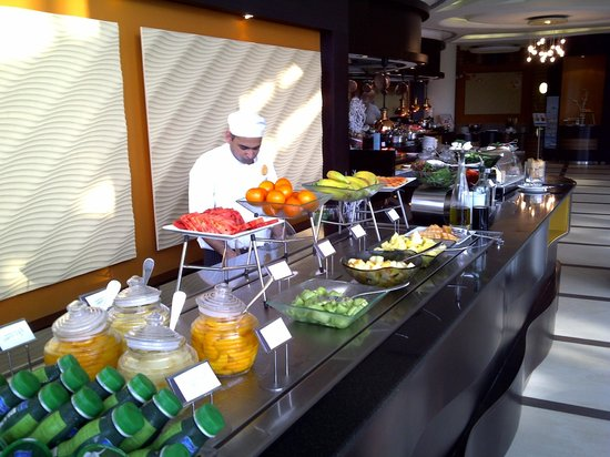Le Meridien Al Aqah Beach Resort: Завтрак. Фрукты.
