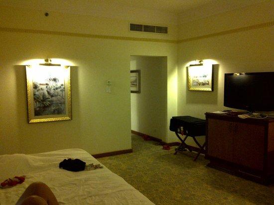 Le Meridien Al Aqah Beach Resort: Вечером.