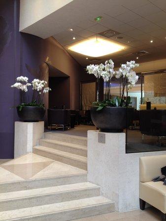 Novotel Paris Les Halles: Orquideas en el lobby