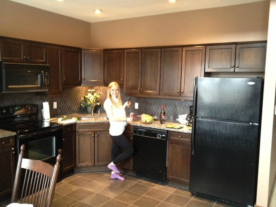Bighorn Meadows Resort : kitchen