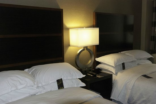 Sheraton New York Times Square Hotel : Our compact room