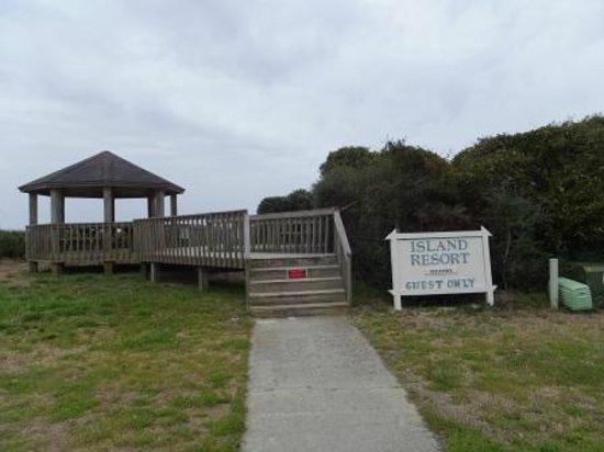 Island Resort & Inn : Motel's Private Access to the beach