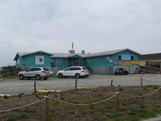 Island Resort & Inn : Flying Fish Restaurant - across the street