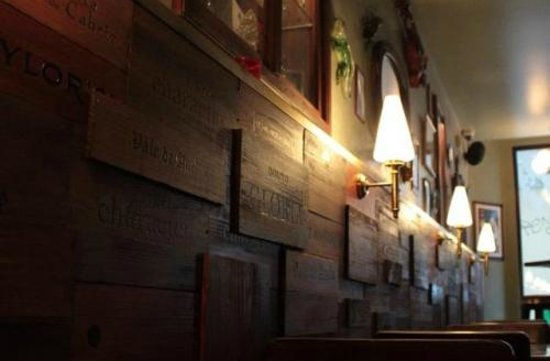 Artis Wine Bar : Inside