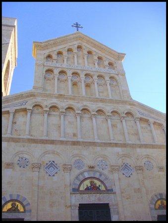 Cathedral of Santa Maria : Fachada da Catedral de Santa Maria, Rainha da Sardenha.
