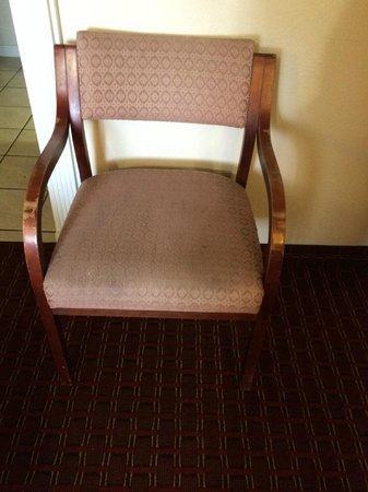 Budget Inn: dingy chairs