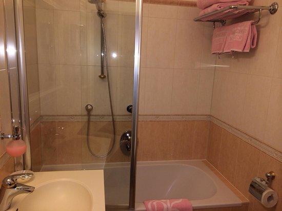 Schlosshotel Roemischer Kaiser: Веселая ванная