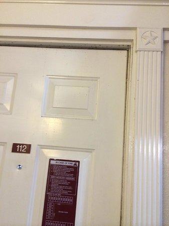 Budget Inn: Door