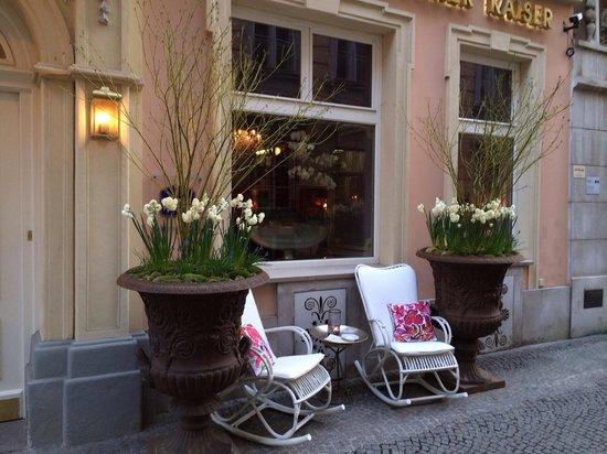 Schlosshotel Roemischer Kaiser: Вход в отель