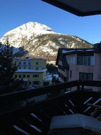 Hotel Rosatsch: Vista dal balcone