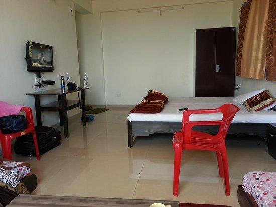 Hira Baug: room