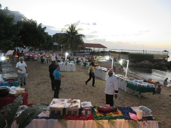 Franklyn D Resort & Spa: Wed night Jamaican Beach buffet getting set up