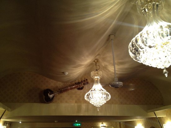 Sitar Tandoori Restaurant: A Ceiling feature that is unique & annexes to conform into a canopy, truly original..