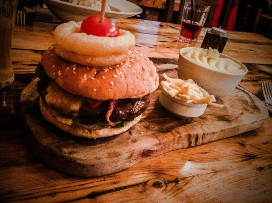Stables Pub & Brewery: The Angus Burger, Bacon, Melted Cheddar,  Toasted Sesame Bun, mash instead of chips:  £8.95