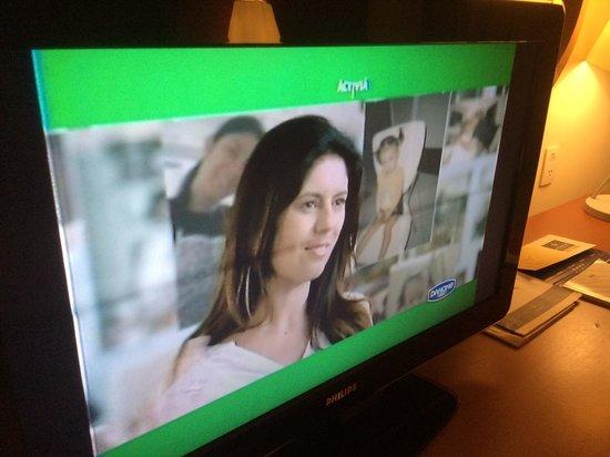 """Iberostar Praia do Forte : TV com defeito: uma listra negra que ficava """"girando"""" e um barulho distorcido tão alto que não d"""